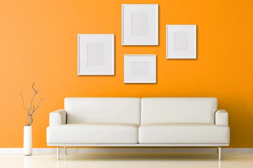 Wand Gelb, Couch Weiß